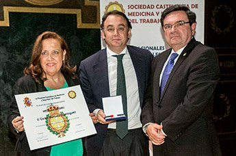 Carlos Martínez recibe la Medalla de Oro de la SCMST